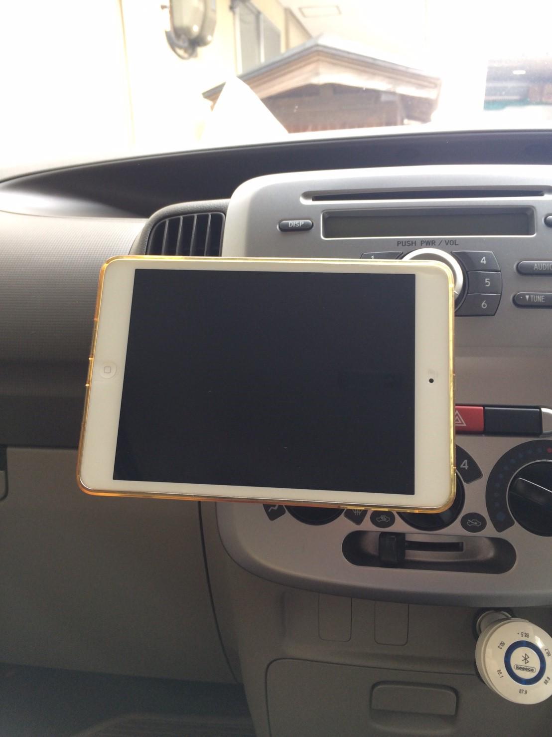 iPad miniをマグネットで取付