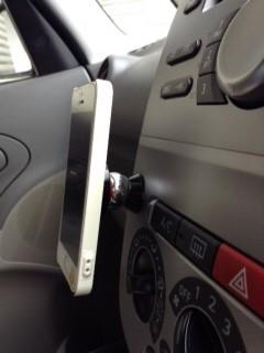 マグテック(mag-tek)でiPhoneを装着(別角度)